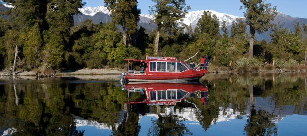 Franz-josef-glacier-boat-tours-lake-mapourika-panorama