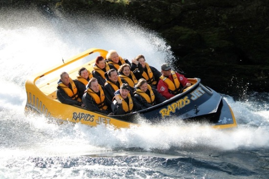 Rapids-jet-boating-aratiatia-rapids-lake-taupo-family-activities (2)