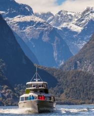 Scenic-helicopter-flight-queenstown-to-Milford-Sound-with-Cruise