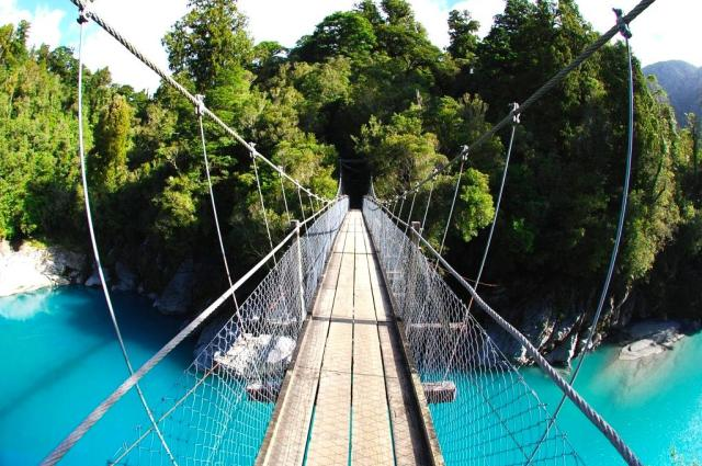 hokitika-scenic-tours-hokitika-gorge-swingbridge-blue-water-3