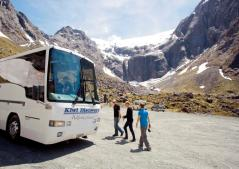 kiwi-discovery-milford-sound-bus-tours-cruise-homer-tunnel-photo-stop