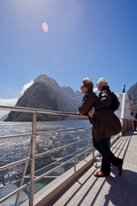 kiwi-discovery-milford-sound-bus-tours-mitre-peak-cruises-couple-view-2