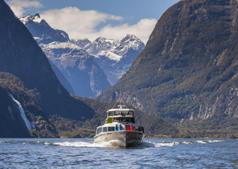 kiwi-discovery-milford-sound-bus-tours-mitre-peak-cruises