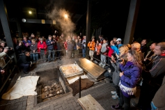 te-puia-rotoruas-geothermal-valley-evening-hangi-meal