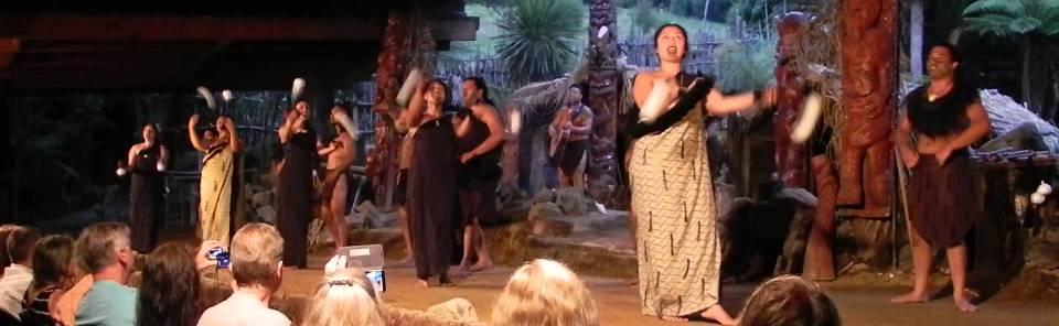rotorua-maori-cultural-performance-hangi-mitai-maori-village-performers-singers