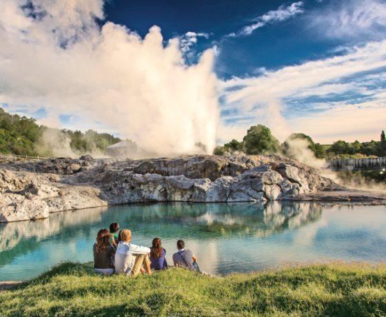 Te-Puia-rotorua-geothermal-cultural-perf
