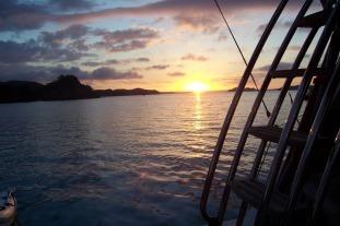 grand-cru-fishing-charters-bay-of-islands-anchored-sunset-2