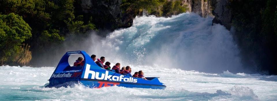 huka-falls-jet-boat-lake-taupo-3