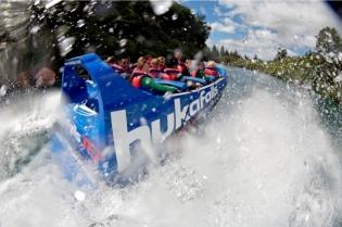 huka-falls-jet-boat-lake-taupo-4