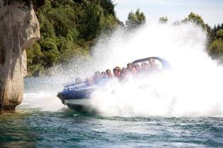 huka-falls-jet-boat-lake-taupo-5