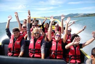 lake-rotorua-jet-boat-tours-kjet-kawarau-jet-crew-waving-adrenalin-360-spins