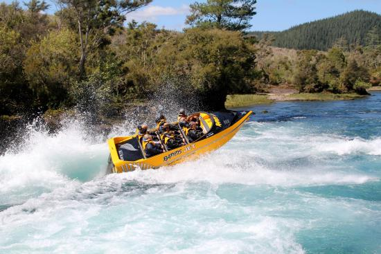 rapids-jet-boating-aratiatia-rapids-lake-taupo-family-activities-9