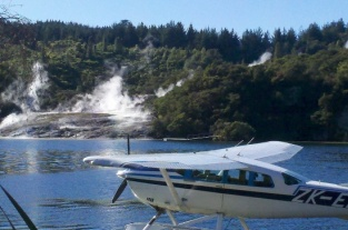 taupo-floatplane-scenic-flights-over-lake-taupo-orakei-korako