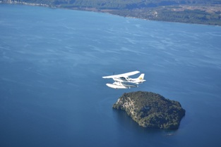 taupo-floatplane-scenic-flights-taking-off-on-lake-taupo-2