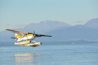 taupo-floatplane-scenic-flights-taking-off-on-lake-taupo-3