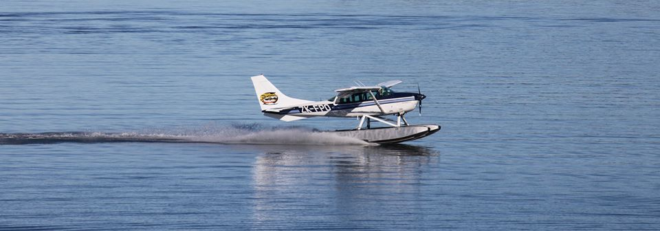 taupo-floatplane-scenic-flights-taking-off-on-lake-taupo