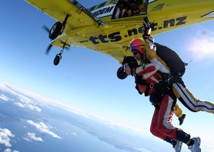 taupo-tandem-skydiving-freefall-jump-2