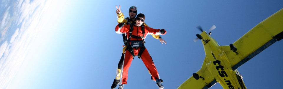 taupo-tandem-skydiving-freefall-jump-out-of-plane