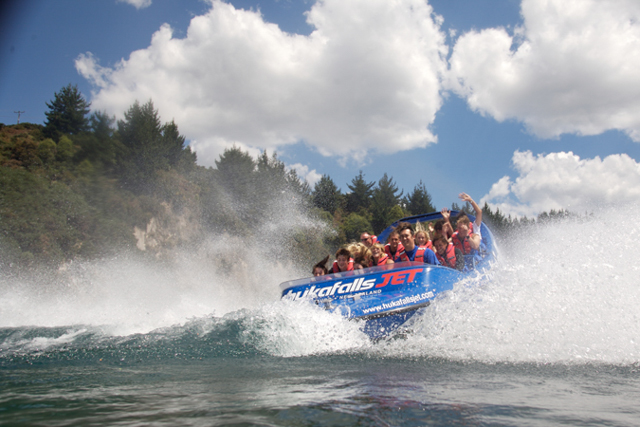 huka falls jetboot