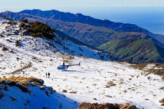 Kaikoura helicopters scenic flight snow landing on the Kaikoura ranges