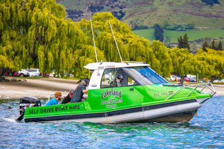 Boat hire on Lake wanaka - watersport activities